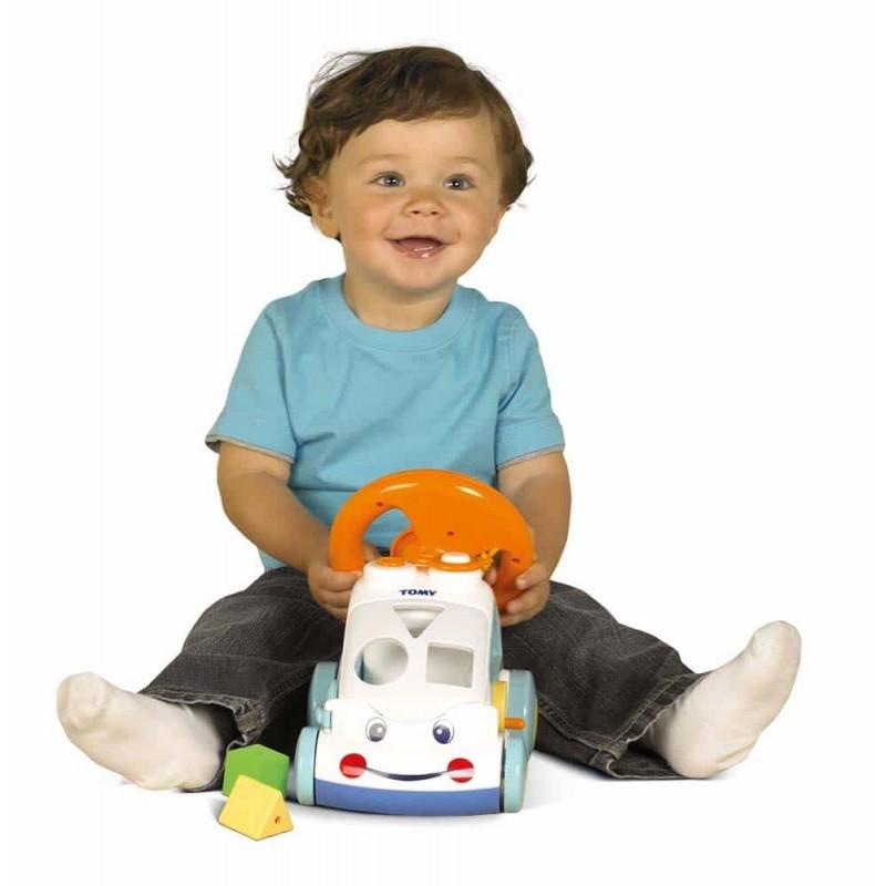 TOMY Mașinuță activitățo cu sortator forme și volan E71987 pentru bebe